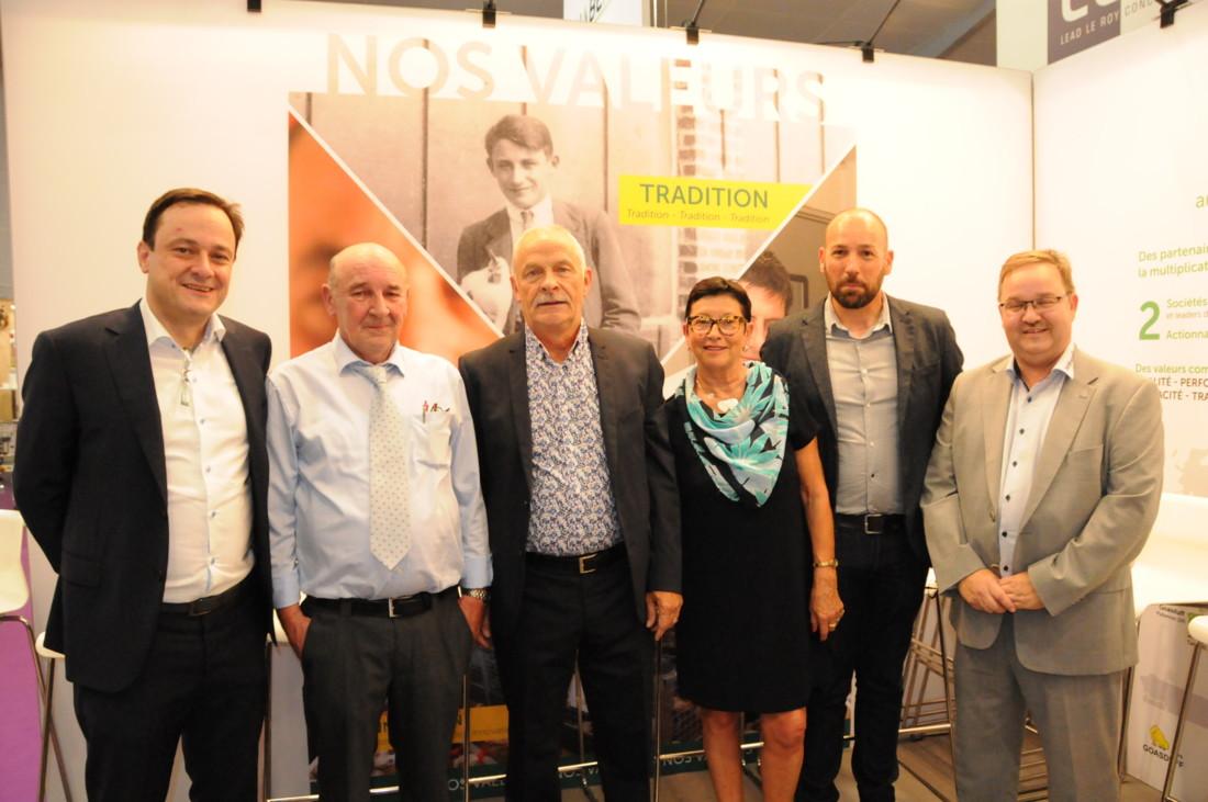 Au centre, Daniel et Yvette Josset, entourés de Steven et Axel Vervaeke (à gauche) et de Kristian Kristensen (à droite), dirigeants du groupe BD France, et de Loïc Hérisson, directeur opérationnel des couvoirs Josset et Avi-Loire (2ème à droite).