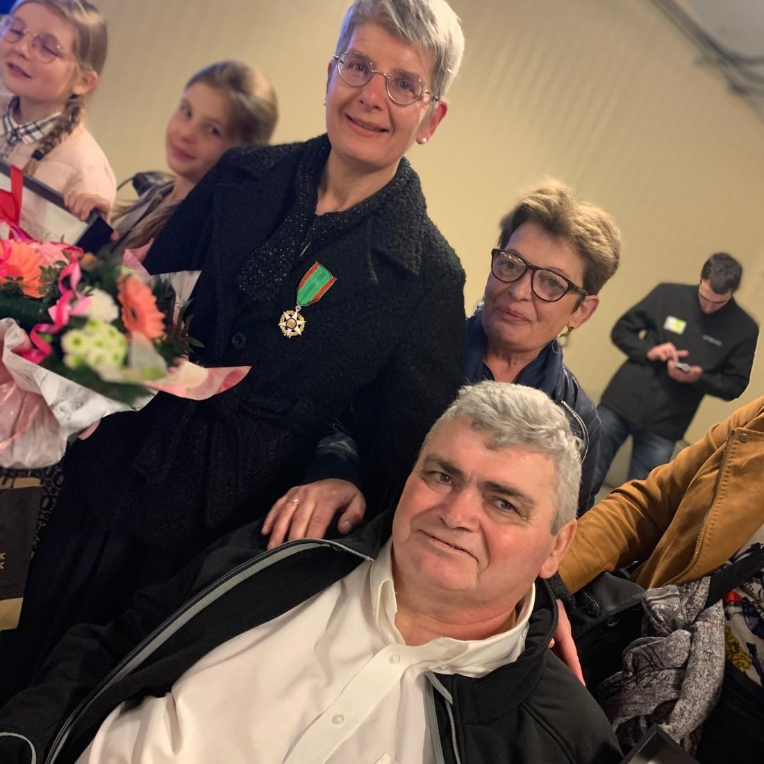 Estelle Le Helloco aux côtés de Daniel Tardivel et de son épouse, Chantal.